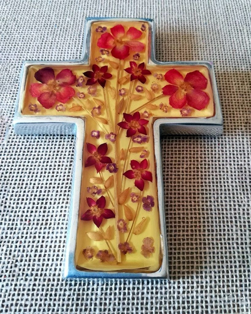 Cruz decorativa con flores secas _ Cross for wall with pressed dried flowers