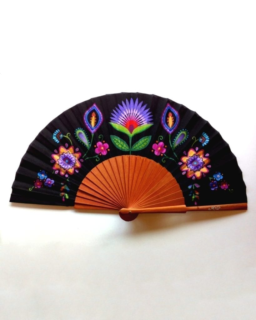 Abanico pintado a mano con flores y mandalas _ hand painted fan with flowers and mandalas